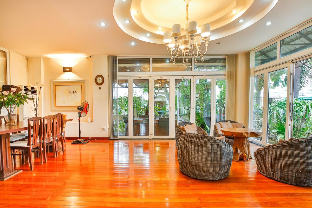 Phòng khách thoáng đãng Villa sân vườn Nam Thông 3