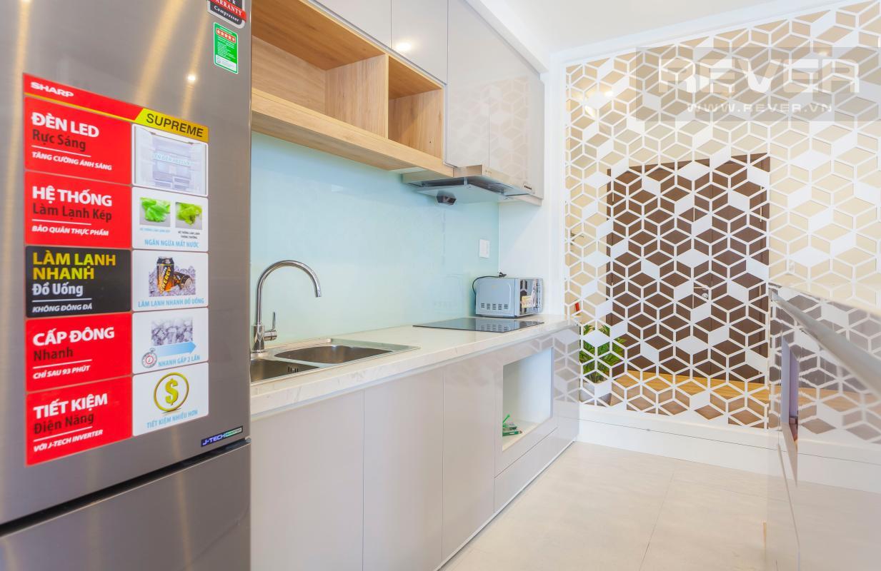 Khu bếp thoáng đãng với đầy đủ thiết bị bếp cao cấp Căn góc Sunrise City tầng cao X2, hướng Đông Nam mát mẻ