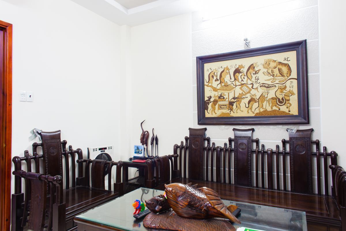 Bộ bàn phòng khách kiểu dáng vương giả Nhà 3 tầng hẻm Bùi Văn Thêm Phú Nhuận