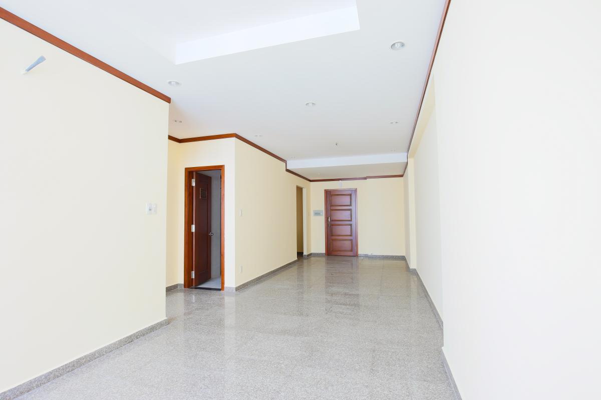 Phòng khách nhìn về cửa hướng Bắc Căn hộ tầng cao A Hoàng Anh Thanh Bình