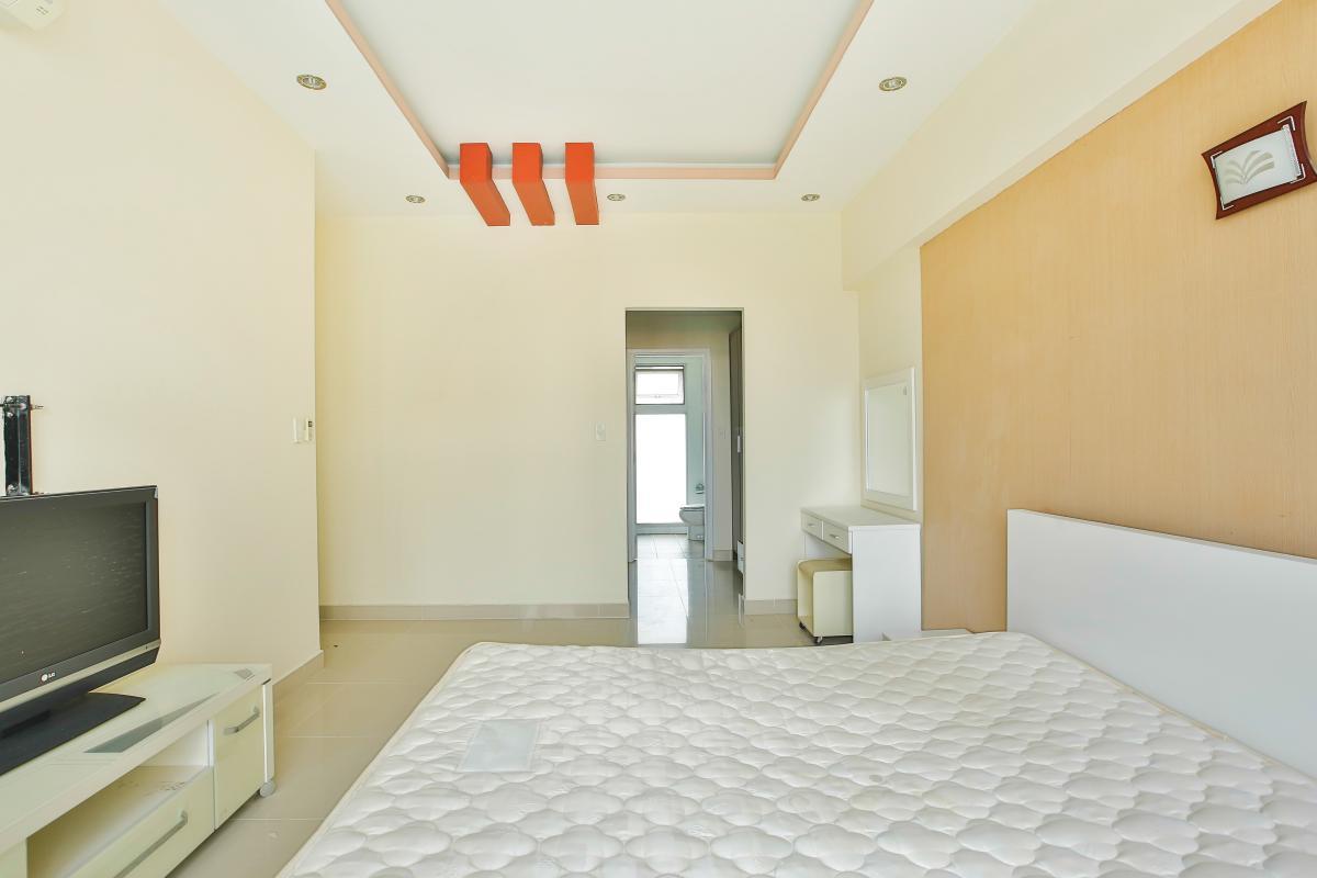 Phòng ngủ chính có diện tích lớn Căn hộ trung tầng 3A Garden Court 1