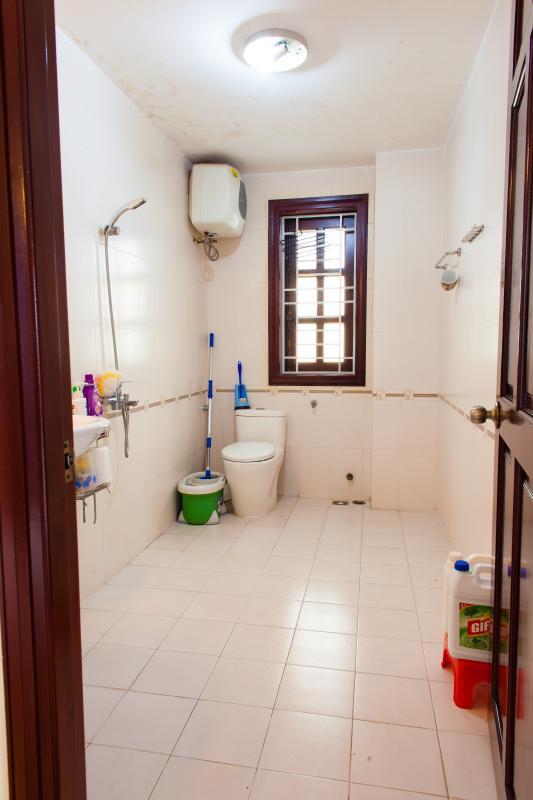 Phòng tắm nhỏ Villa 3 tầng đường Số 20 Linh Đông Thủ Đức