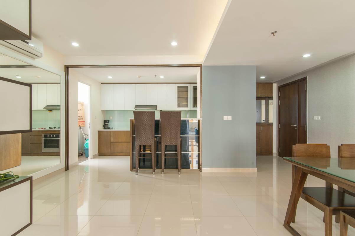 Không gian kết nối giữa phòng khách, bàn ăn và phòng bếp Căn hộ Đông Bắc trung tầng TC1 Tropic Garden