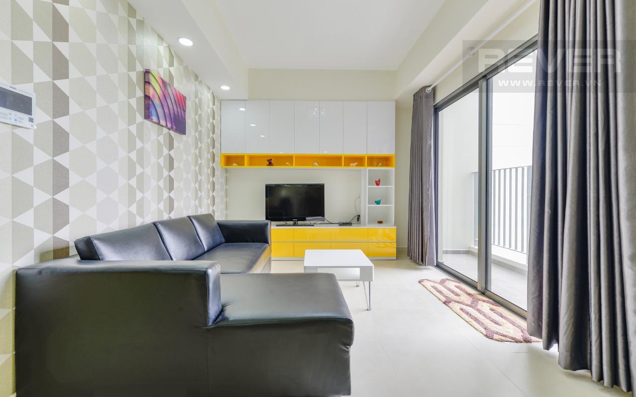 Phòng khách có ban công hướng Đông Nam Căn hộ hướng Tây Bắc 2 phòng ngủ T3A Masteri Thảo Điền