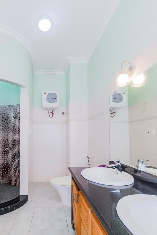 Phòng tắm 4 Nhà 3 tầng mặt tiền Phạm Cự Lượng Tân Bình