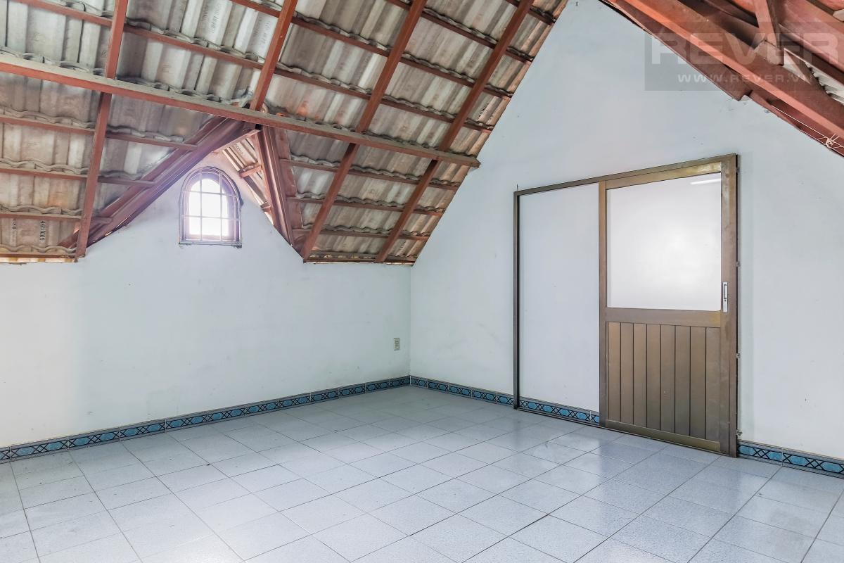 Phòng trống tầng áp mái Villa 3 tầng Đường số 12 Trần Não