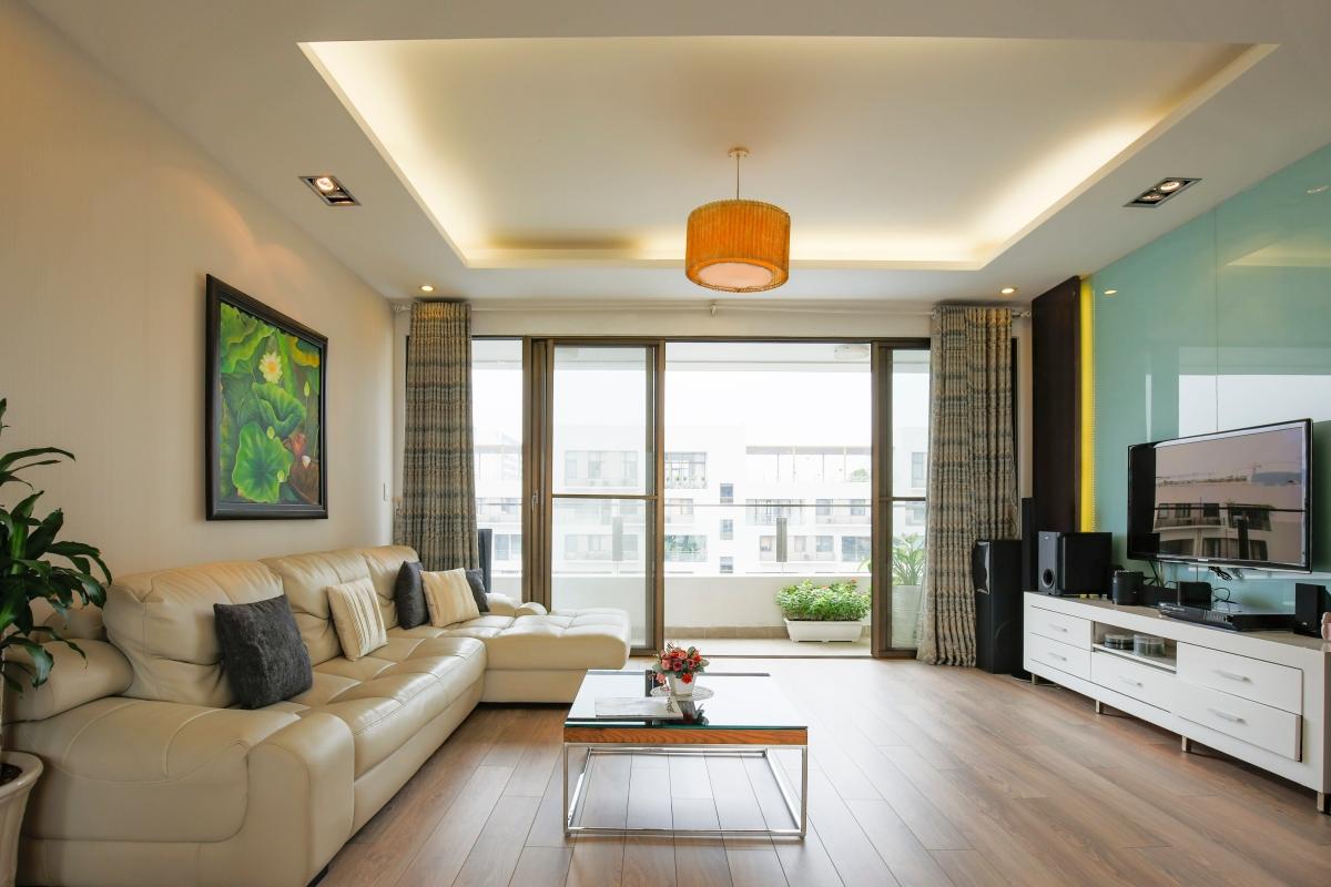 Phòng khách rộng rãi, view nội khu Căn góc tầng cao tháp B The Panorama