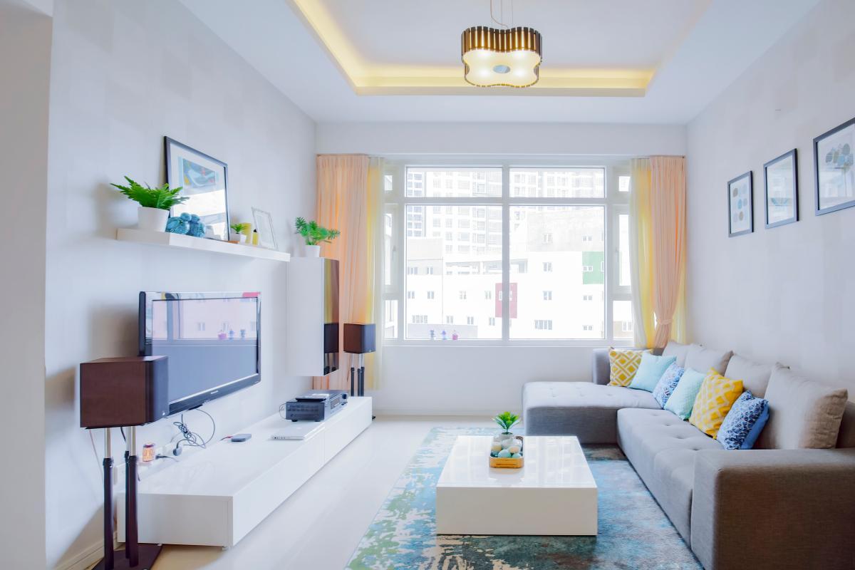 Phòng khách có view hướng Đông Bắc Căn góc tầng cao Ruby 1 Sài Gòn Pearl