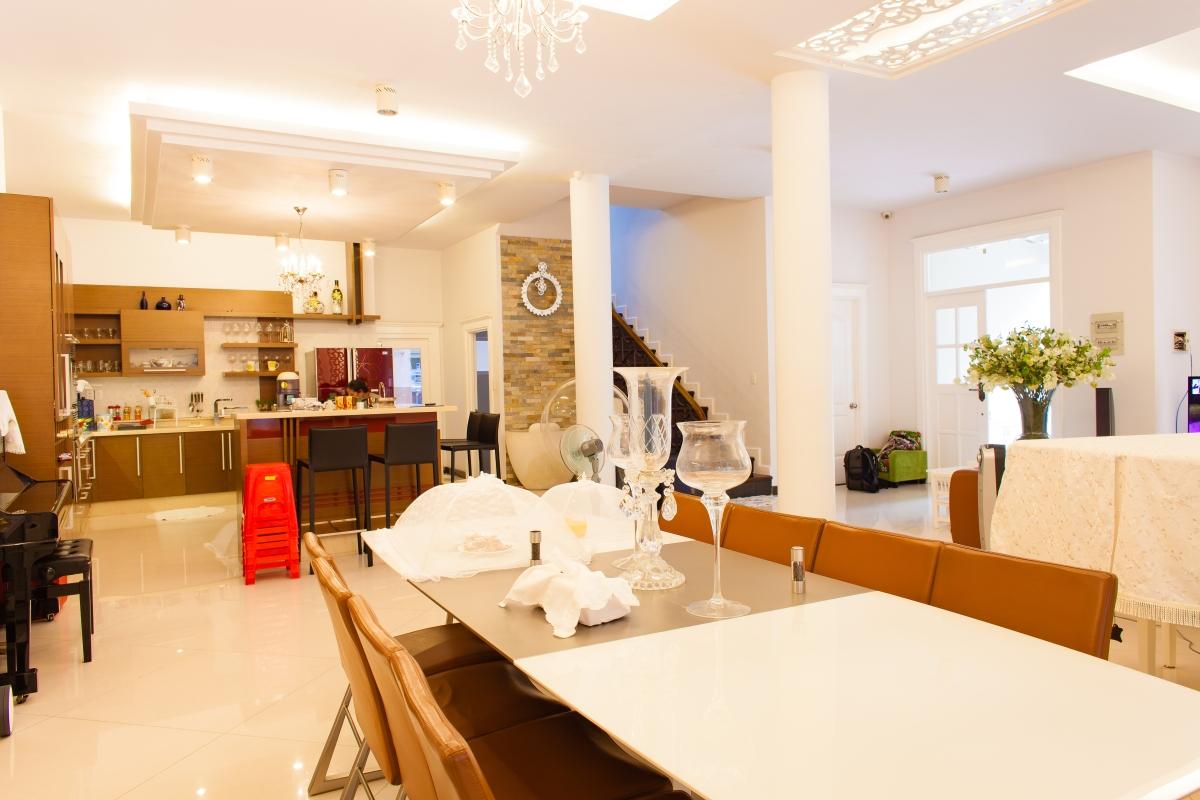 Khu vực bàn ăn rộng rãi Villa 2 tầng đơn lập Mỹ Phú 1A