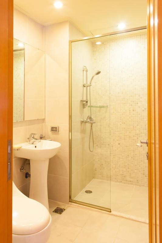 Buồng tắm đứng Căn hộ tầng cao B The Manor 1