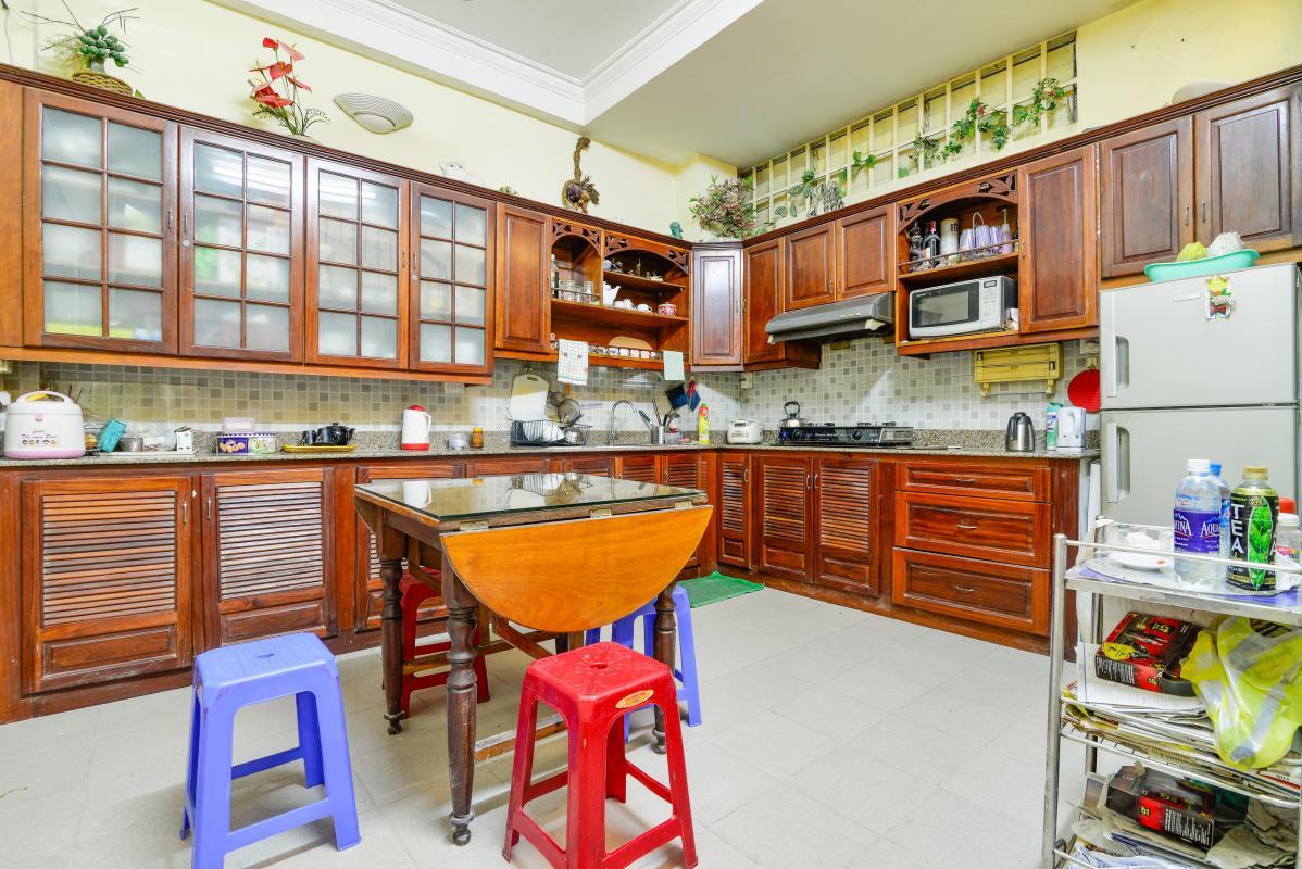 Phòng bếp đậm nét truyền thống Nhà 4 tầng mặt tiền Pasteur