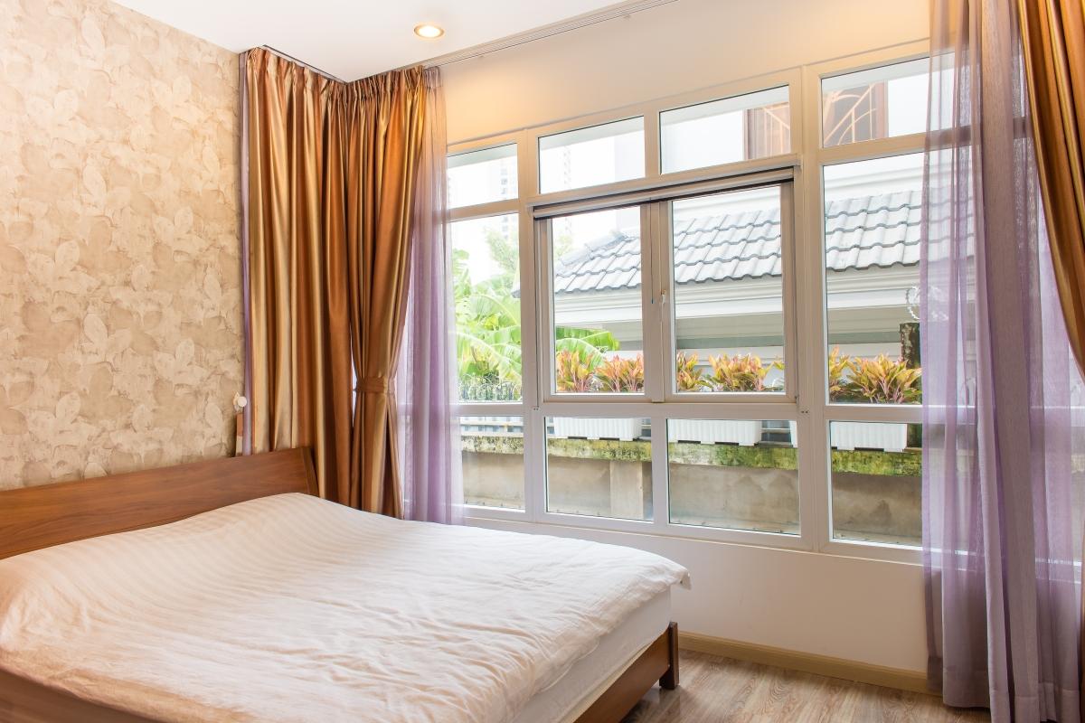 Phòng ngủ với tầm nhìn nội khu thoáng đãng của SEM Residence Căn hộ hướng Bắc SEM Residence