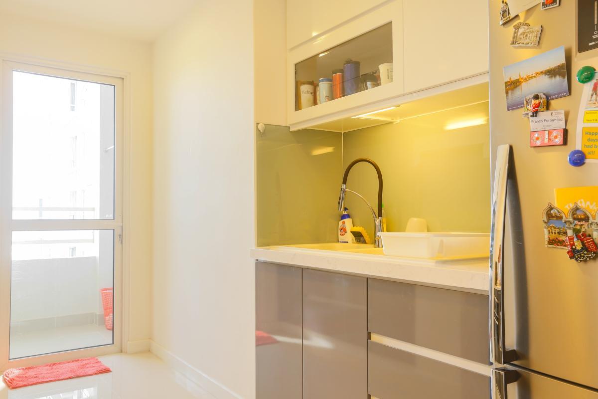 Bếp với đầy đủ tiện nghi Căn góc Sunrise City tầng cao tháp V4 hướng Tây Nam, 3 phòng ngủ