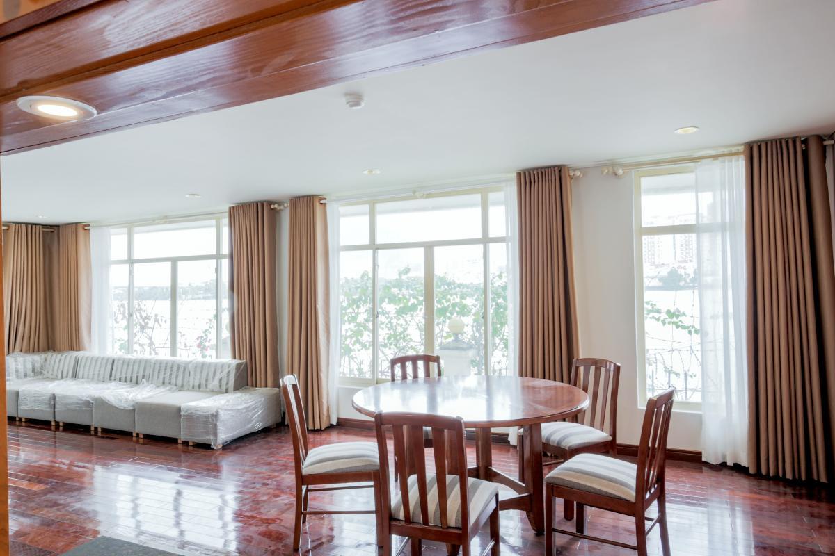 Phòng khách view nội khu Villa mini Nguyễn Văn Hưởng