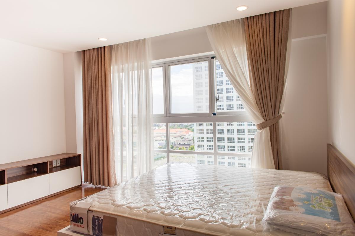 Phòng ngủ lớn có sàn lót gỗ Căn hộ tầng cao tháp L Happy Valley