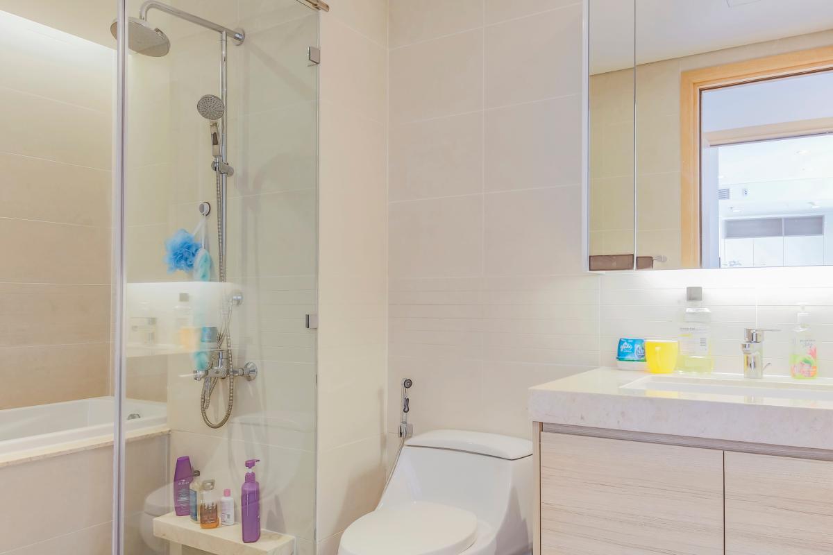 Phòng tắm 1 Bán căn hộ Sarimi Sala Đại Quang Minh 87m2, 2PN 2WC, nội thất tiện nghi