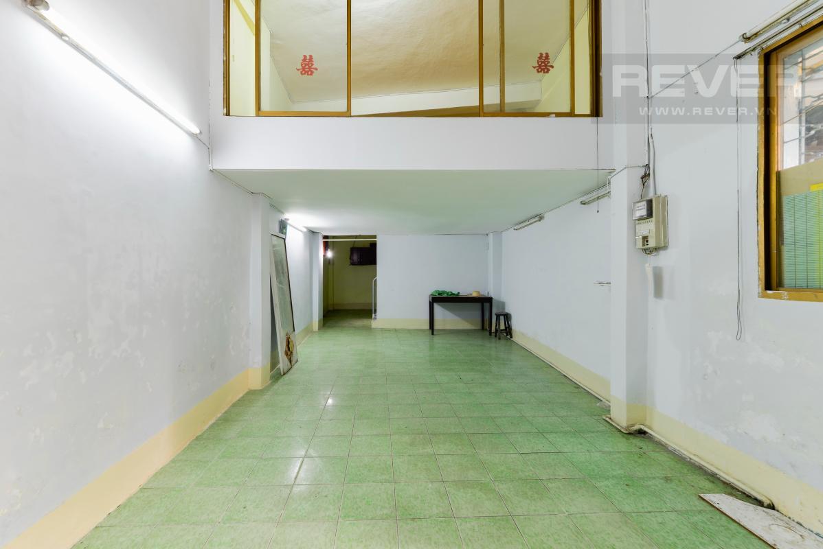 Tầng trệt Nhà 4 tầng hẻm rộng rãi đường Pasteur quận 1