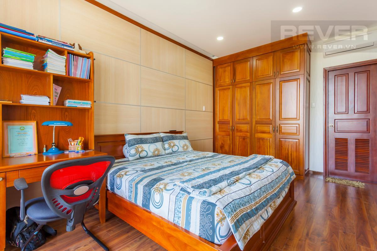 Phòng ngủ có bàn làm việc Villa 3 tầng Đường Số 14 Hoàng Quốc Việt