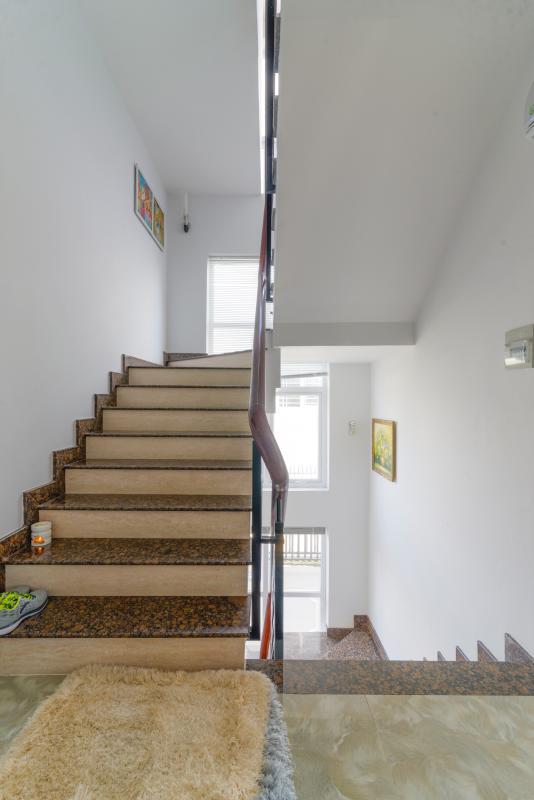 Cầu thang Villa 3 tầng compound Hà Đô