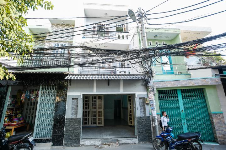 Nhà mặt tiền Đoàn Văn Bơ hướng Đông Bắc, tiện kinh doanh