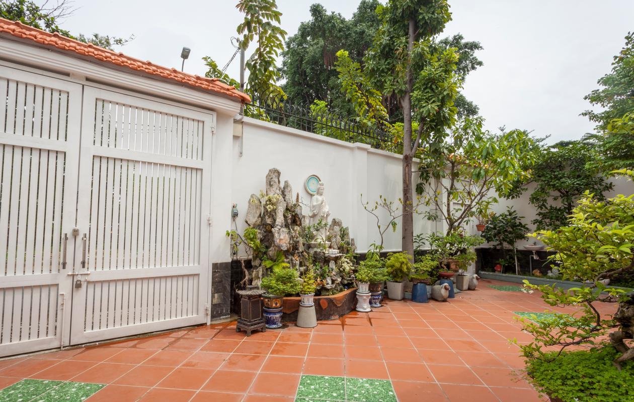 Cổng chính villa Villa hướng Tây Bắc Đường 12 Thảo Điền