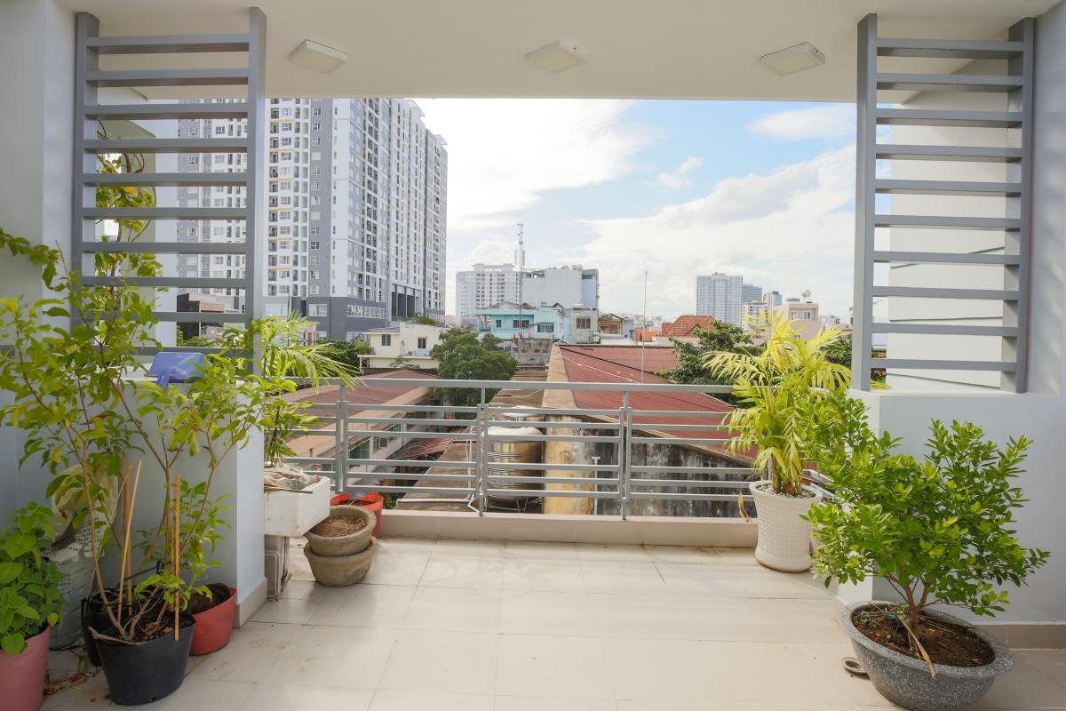 View nhìn từ tầng thượng căn hộ Nhà phố Nguyễn Khoái 4 tầng kiên cố