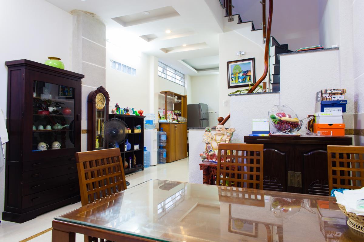 Không gian sinh hoạt tầng trệt Nhà 3 tầng hẻm Bùi Văn Thêm Phú Nhuận
