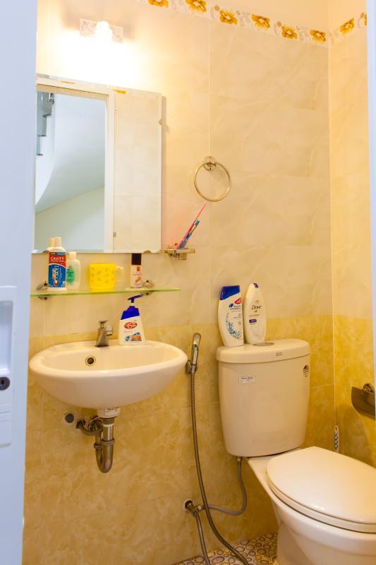 Phòng tắm Nhà 3 tầng hẻm Bùi Văn Thêm Phú Nhuận
