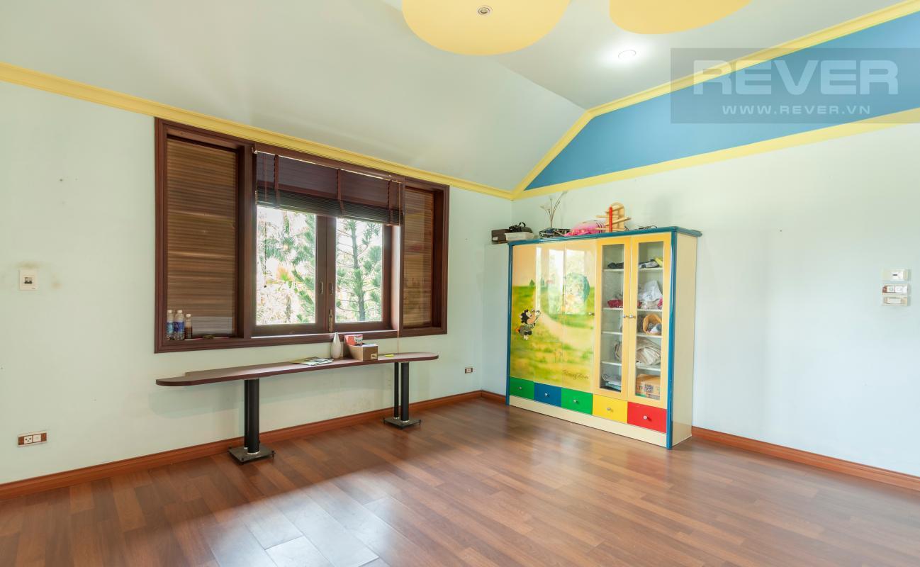 Phòng lót sàn gỗ Villa sân vườn hướng Tây Đại học Bách Khoa