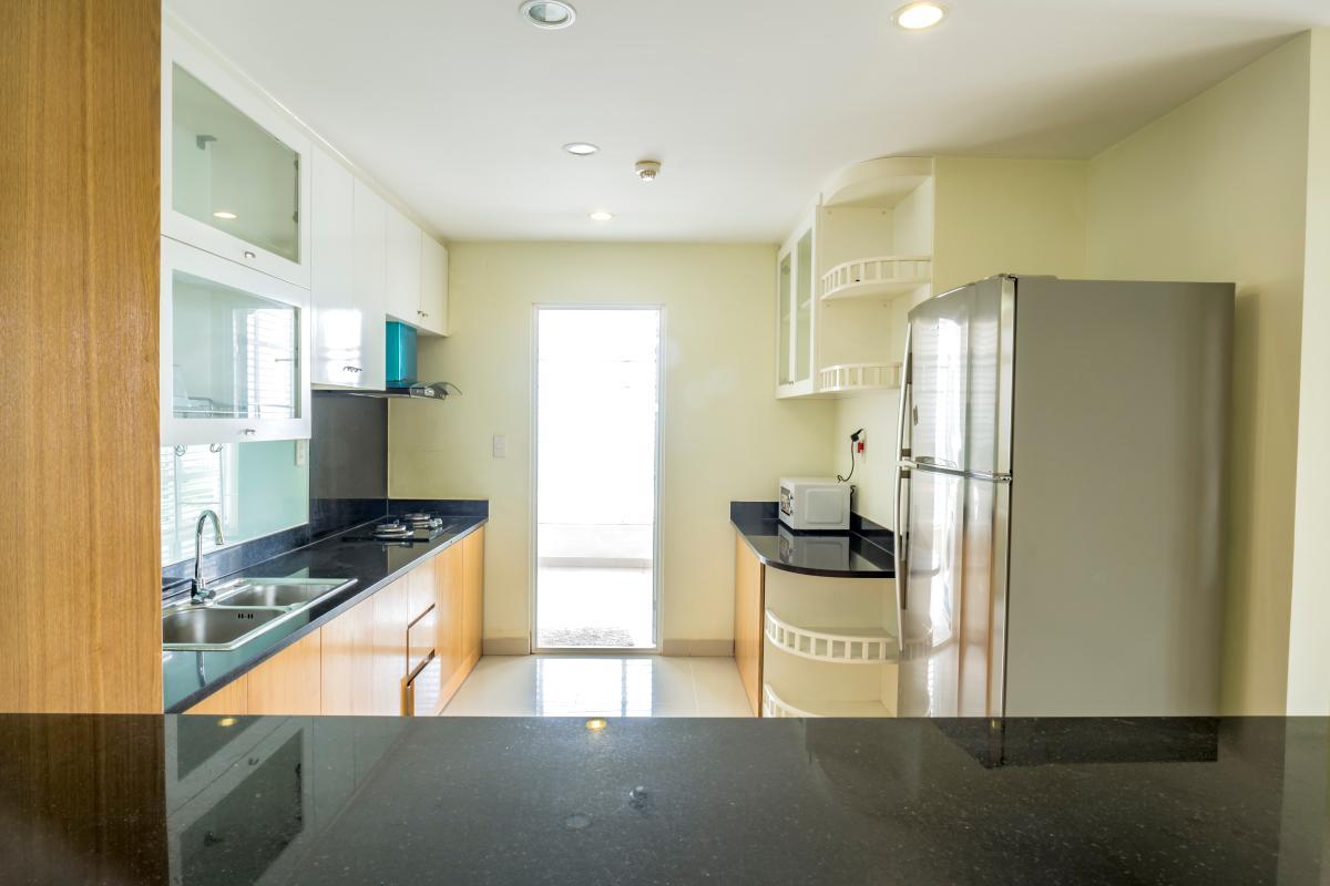 Phòng bếp thoáng đãng Căn góc tầng cao tháp B Riverside Residence