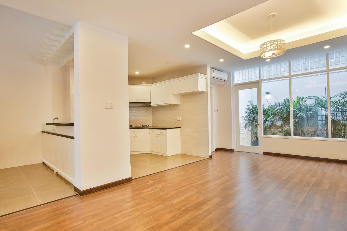 Khu vực phòng khách và bếp Villa 3 tầng Lương Định Của Thủ Thiêm