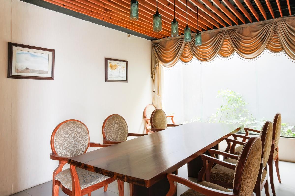 Phòng ăn VIP Nhà 5 tầng mặt tiền Lê Ngô Cát
