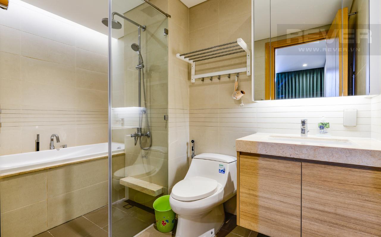 Phòng tắm 1 có bồn tắm Căn hộ A1 Sarimi hai phòng ngủ, nhìn về trung tâm thành phố
