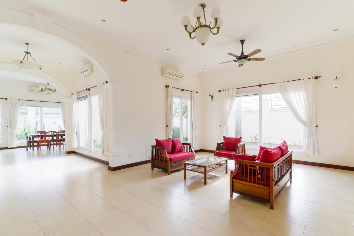 View phòng khách Villa 3 tầng compound Nguyễn Văn Hưởng