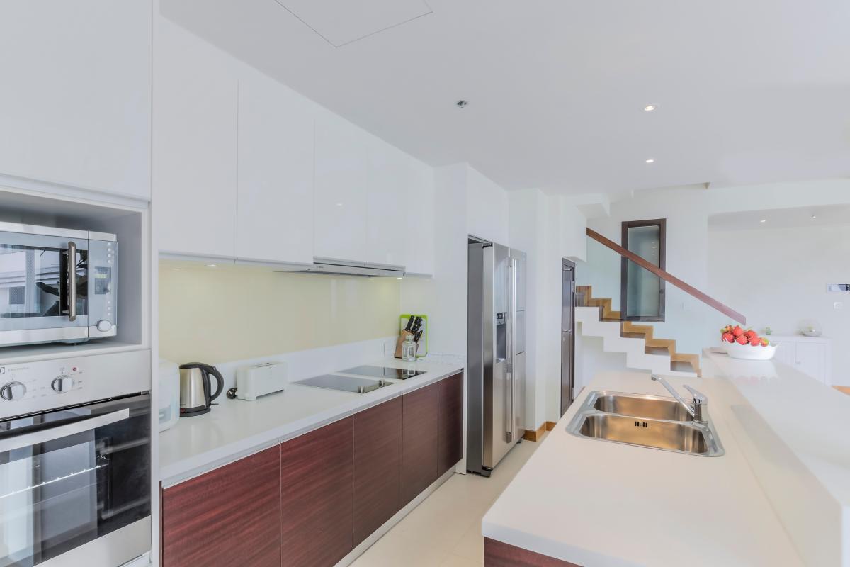 Phòng bếp đầy đủ tiện nghi Căn duplex trung tầng Tower 3 Brilliant Đảo Kim Cương
