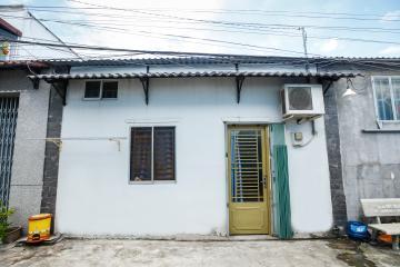 Nhà phố hẻm C3 Phạm Hùng, Huyện Bình Chánh yên tĩnh