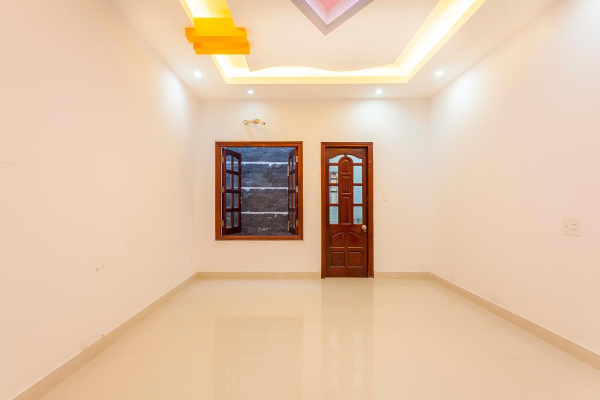 Phòng ngủ 4 Nhà 5 tầng hướng Tây mặt tiền  Trần Văn Dư Tân Bình