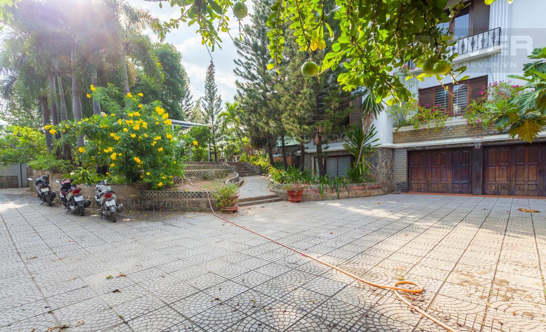 Sân vườn Villa sân vườn hướng Tây Đại học Bách Khoa