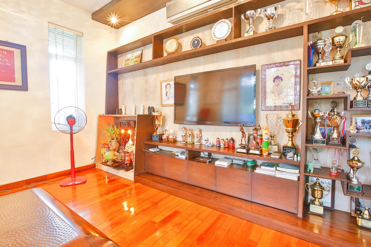 Tủ kệ TV phòng khách Villa sân vườn Nam Thông 3