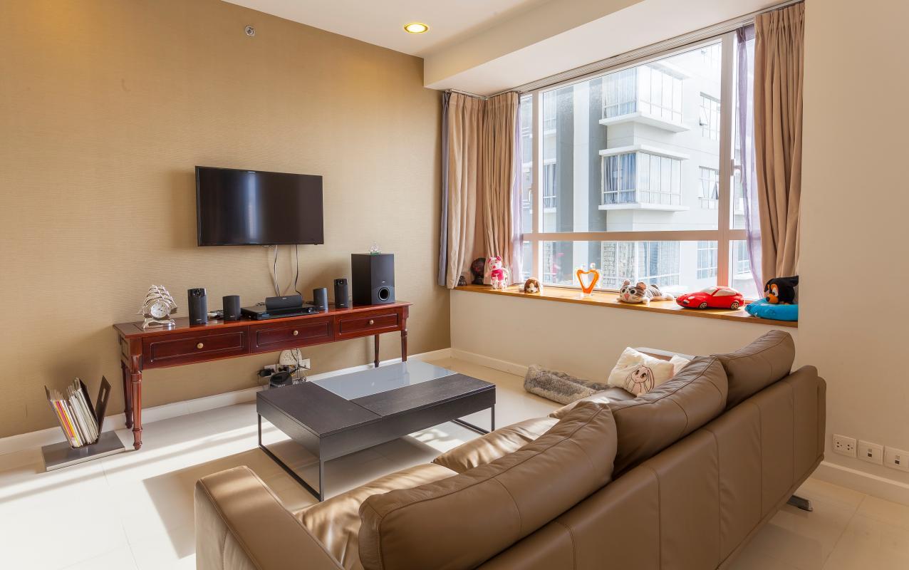 Nội thất phòng khách Căn góc tầng cao V6 Sunrise City