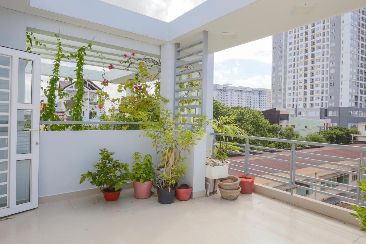 Tầng thượng Nhà phố Nguyễn Khoái 4 tầng kiên cố