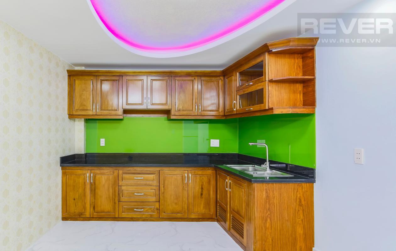 Phòng bếp với hệ thống tủ kệ bếp Nhà 4 tầng hẻm Chu Văn An Bình Thạnh