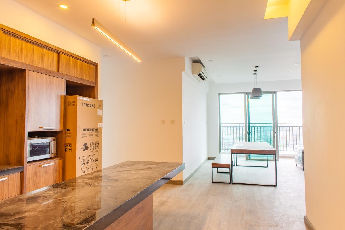 Phòng bếp nhìn ra phòng khách Căn góc tầng cao T5 Riviera Point