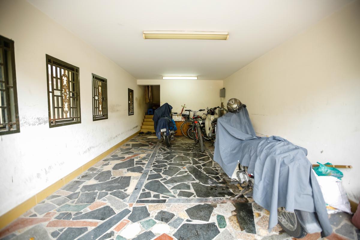 Nhà để xe rộng rãi Villa 2 tầng Đường 61 Thảo Điền
