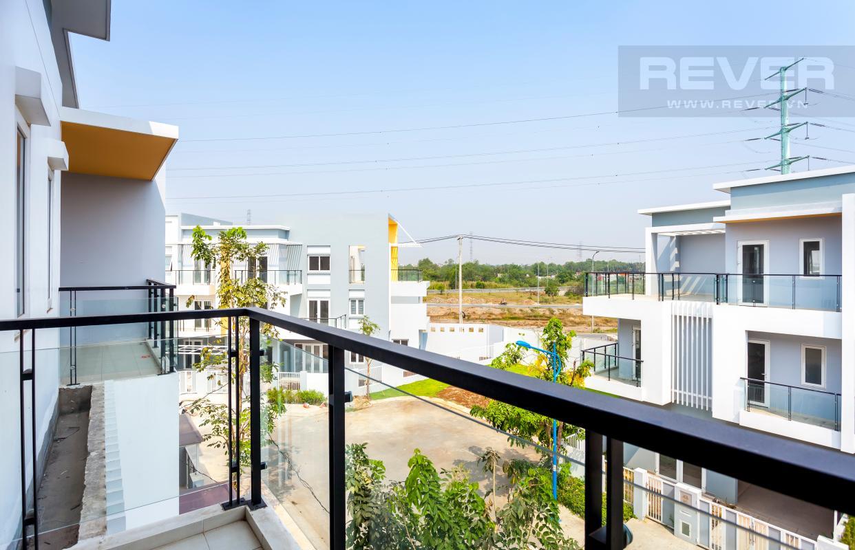 Ban công tầng 2 Nhà 3 tầng hướng Đông Bắc khu dân cư Mega Village Khang Điền