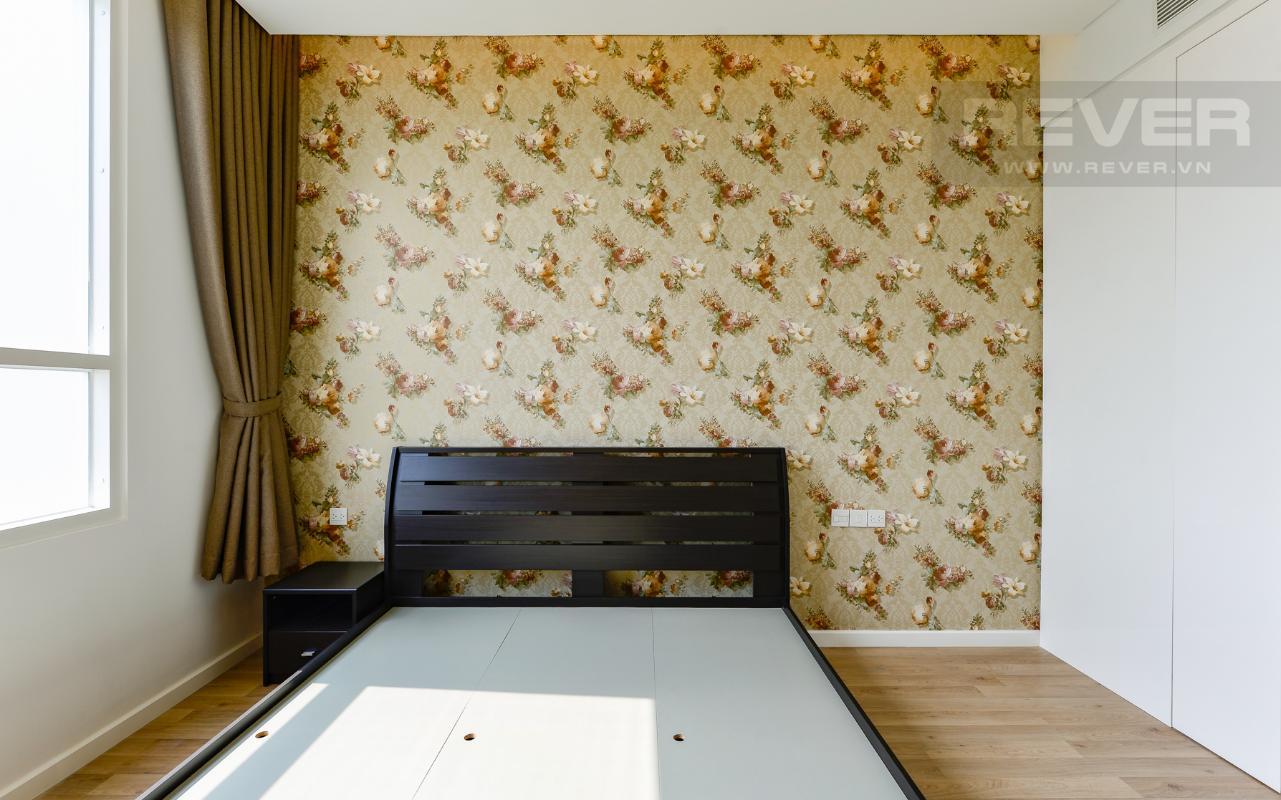Phòng ngủ 2 có tủ đầu giường Căn hộ Sarimi tầng thấp A2, hướng Đông Bắc nhìn ra công viên