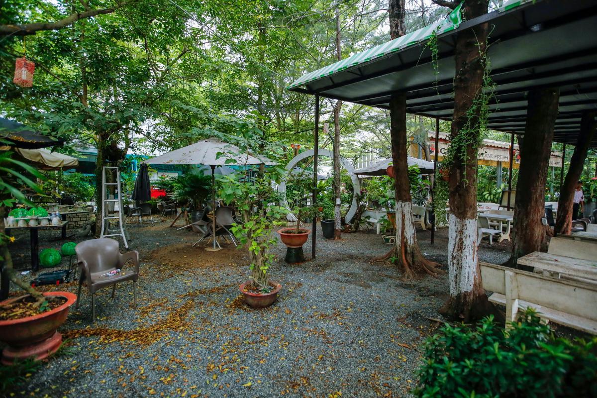 Quán cà phê sân vườn đối diện căn nhà Nhà 3 tầng mặt tiền D48 Nam Long