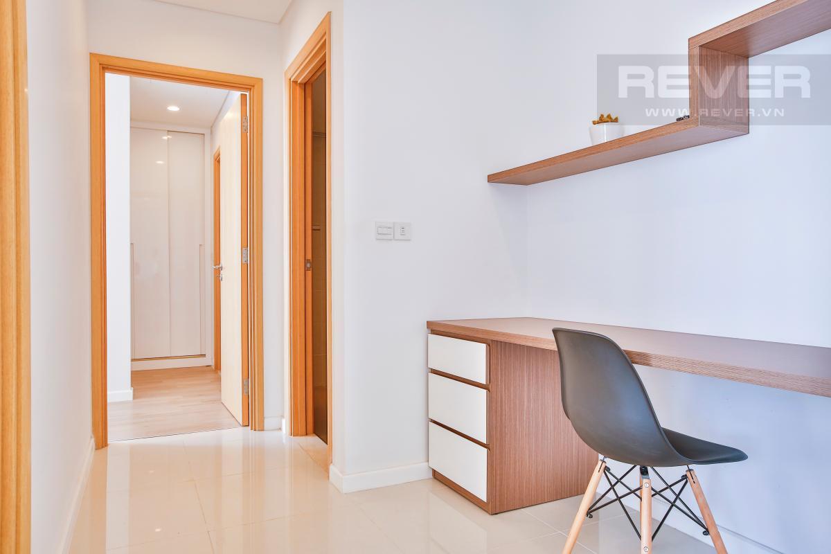 Góc bàn làm việc gần lối vào phòng ngủ Căn hộ Sarimi Sala Đại Quang Minh tầng trung tháp B1 hướng Đông