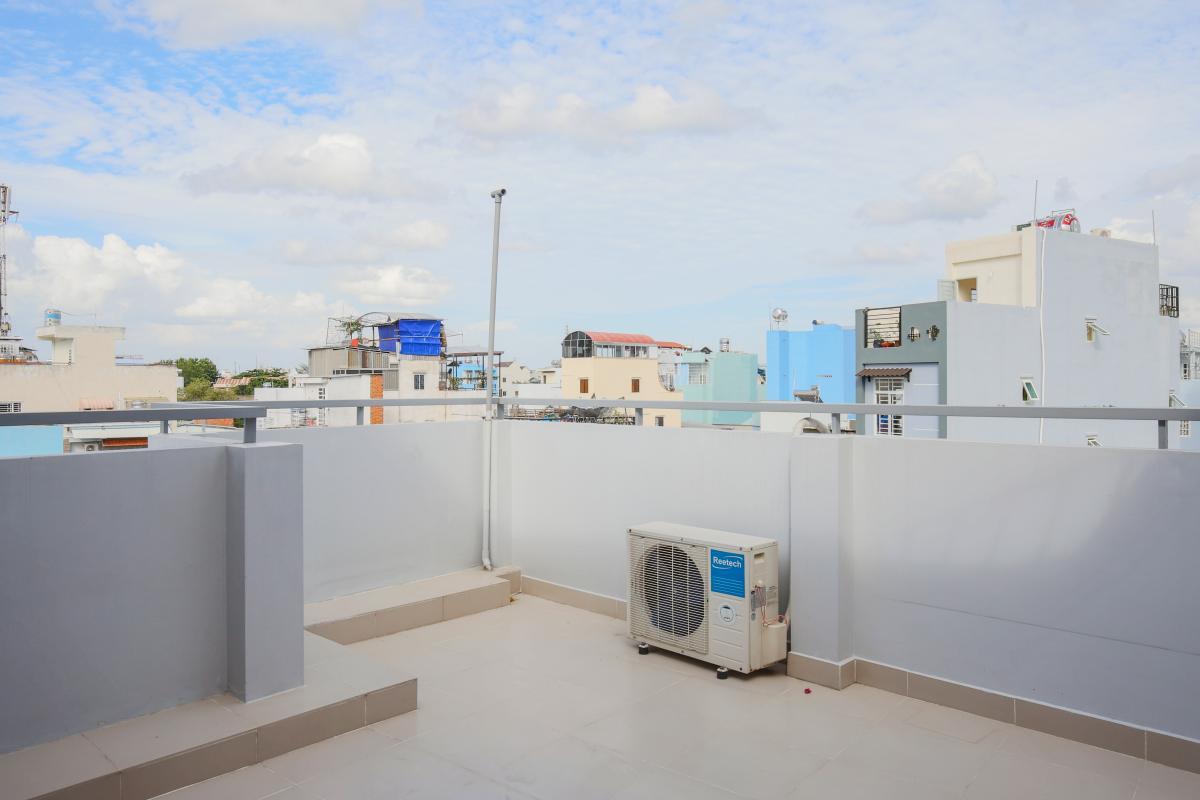 View nhìn từ ban công tầng thượng Nhà phố Nguyễn Khoái 4 tầng kiên cố