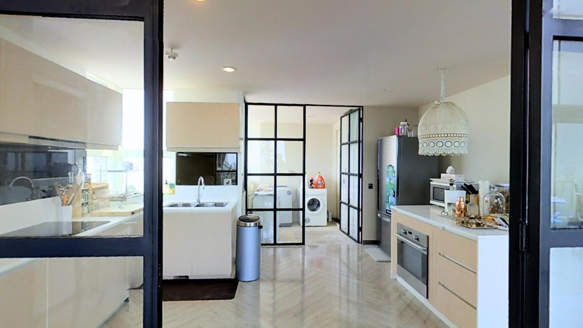 Không gian bếp rộng mở Penthouse 4B The Estella An Phú